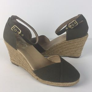 Me Too Womens 6.5 M Blakely Canvas Platform Pump E
